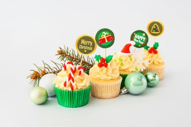 Saborosos cupcakes de natal na luz