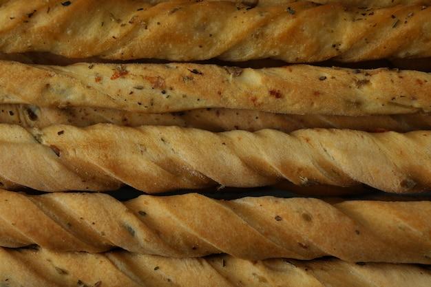 Saborosos grissini breadsticks em todo o fundo, close-up