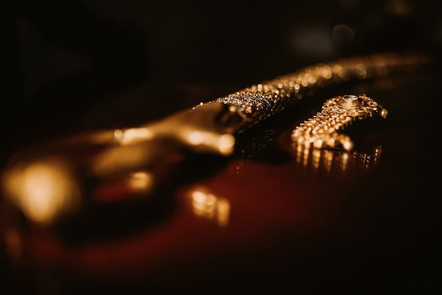Sabre indiano do noivo tradicional para cerimônia de casamento