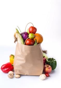 Saco cheio de legumes