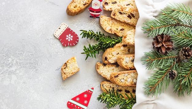 Saco com biscoitos com avelãs
