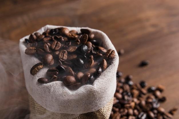 Saco com grãos de café