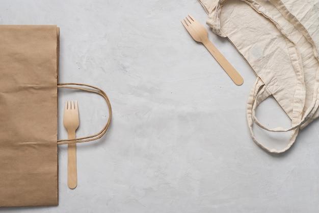 Saco de algodão e garfos de madeira, embalagem ecológica
