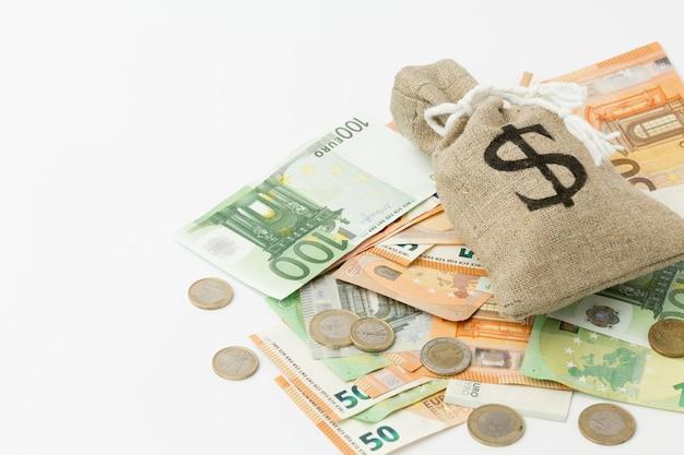 Saco de aniagem de dinheiro euros e moedas