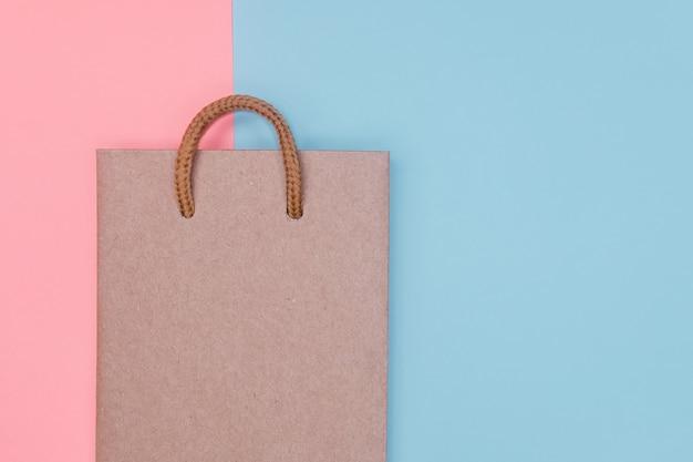 Saco de compra do papel do ofício no contexto textured papel.