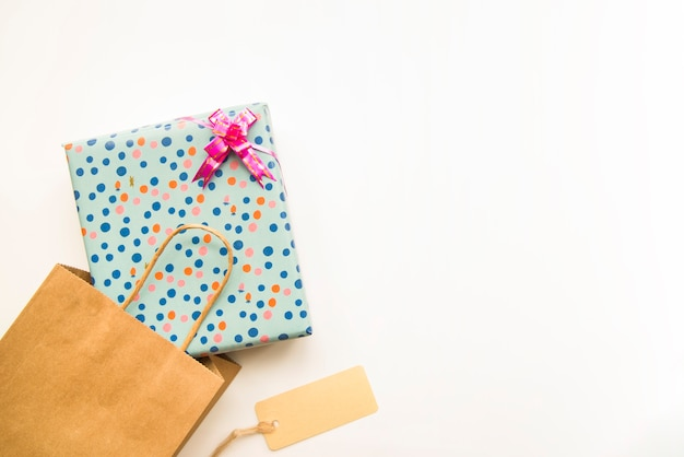 Saco de compras artesanal com caixa de presente