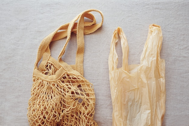 Saco de compras de algodão reutilizável e saco de plástico, plástico livre e conceito de desperdício zero