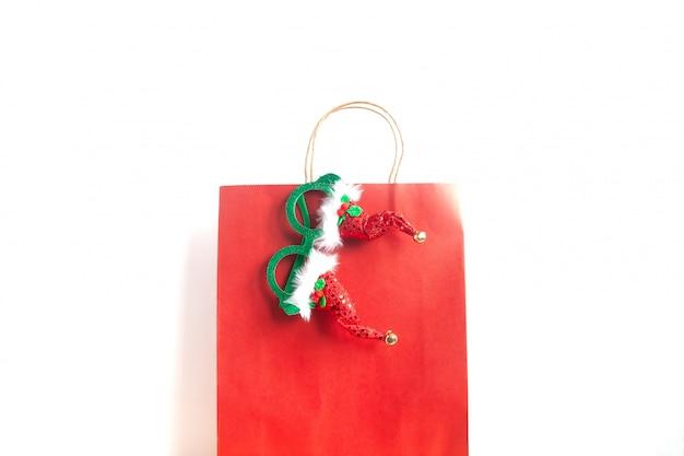 Saco de compras de natal em fundo branco