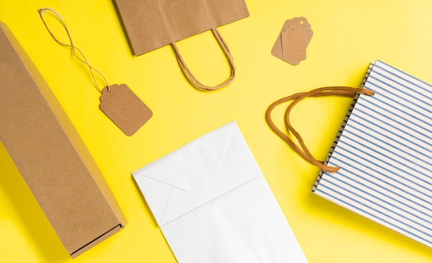 Saco de compras feito de saco de hessian reciclado em amarelo.