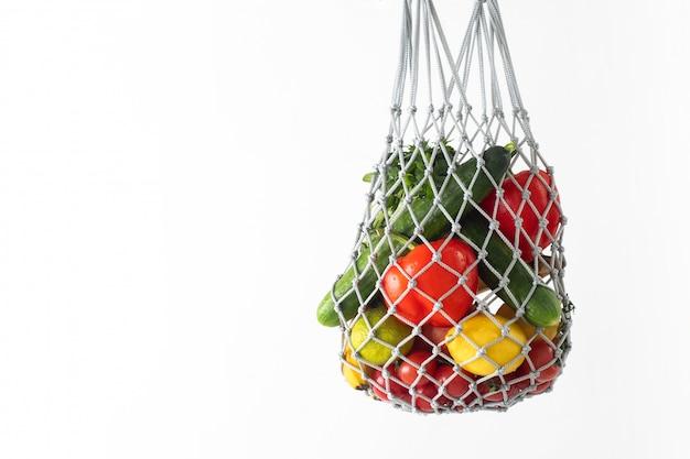 Saco de cordas com frutas e legumes orgânicos