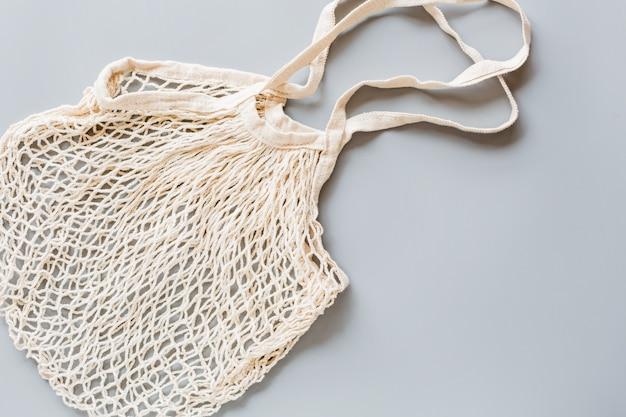 Saco de cordas ecológico branco em papel cinzento