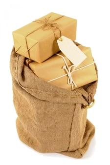 Saco de correio com pacotes embrulhados