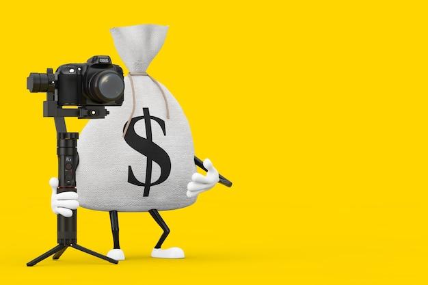 Saco de dinheiro de linho de lona rústico amarrado ou saco de dinheiro e mascote do caráter de cifrão com dslr ou sistema de tripé de estabilização do cardan da câmera de vídeo em um fundo amarelo. renderização 3d