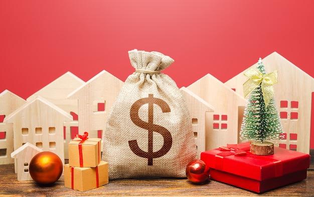 Saco de dinheiro do dólar e casas em um cenário de ano novo. aumento da atratividade do investimento