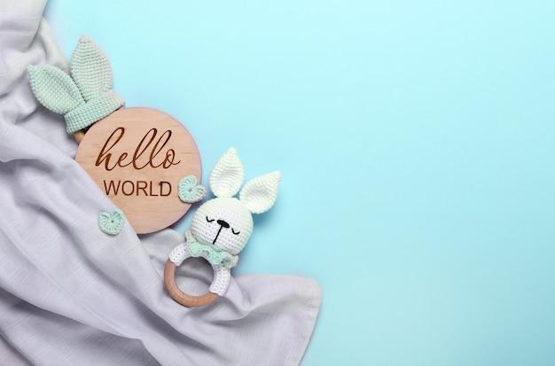 Saco de feijão de brinquedos de madeira eco para bebês e tablete de mordedor de madeira hello world fralda cinza de musselina para bebês em azul