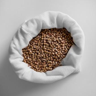 Saco de feijão marrom com vista superior