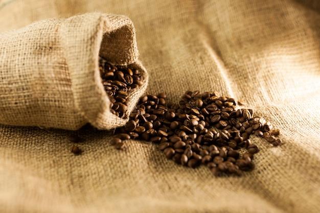 Saco de juta de serapilheira de grãos de café torrados