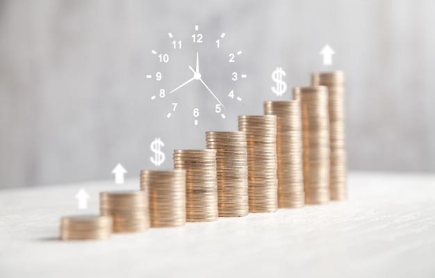 Saco de moedas, símbolos de relógio, dólar e setas. tempo. dinheiro