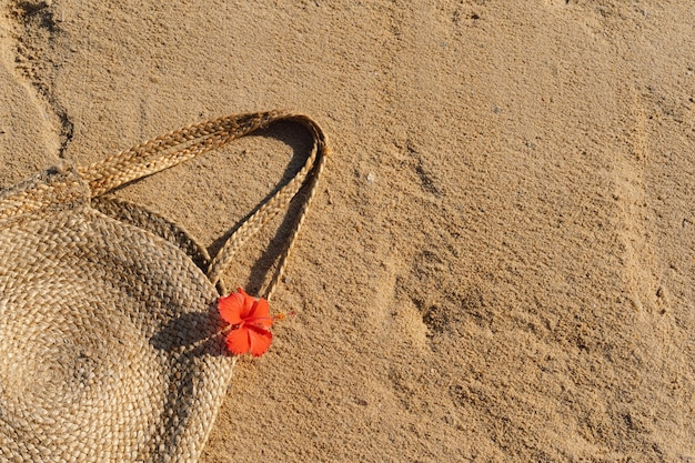 Saco de palha na areia