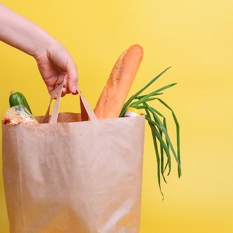 Saco de papel com alimentos