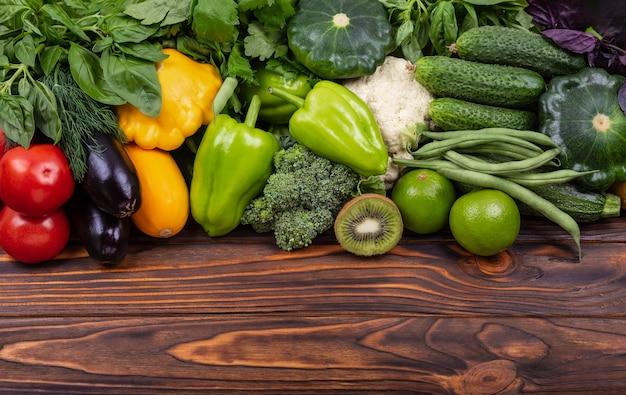 Saco de papel ecológico com serviço de entrega de legumes frescos