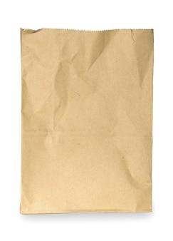 Saco de papel marrom isolado no fundo branco. trajeto de recorte incluído nesta imagem.