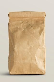 Saco de papel pardo enrolado com espaço de cópia