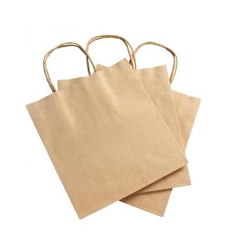 Saco de papel reciclado de cor marrom isolado no conceito branco, reciclável