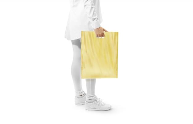 Saco de plástico amarelo em branco