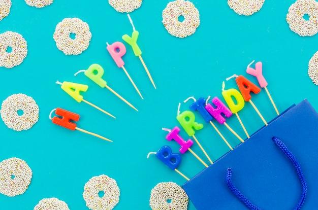 Saco de presente de aniversário com velas