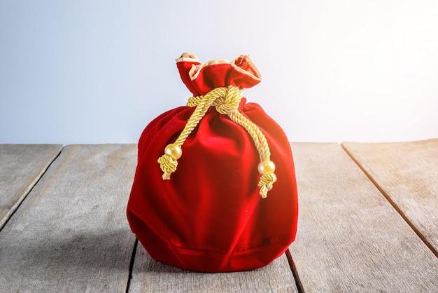 Saco de tecido ou seda vermelho ano novo chinês