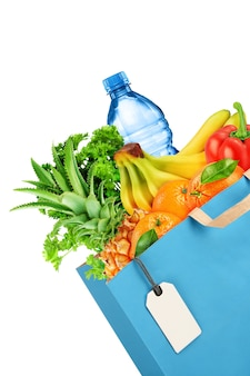 Sacola de compras com frutas e vegetais isolados no fundo branco