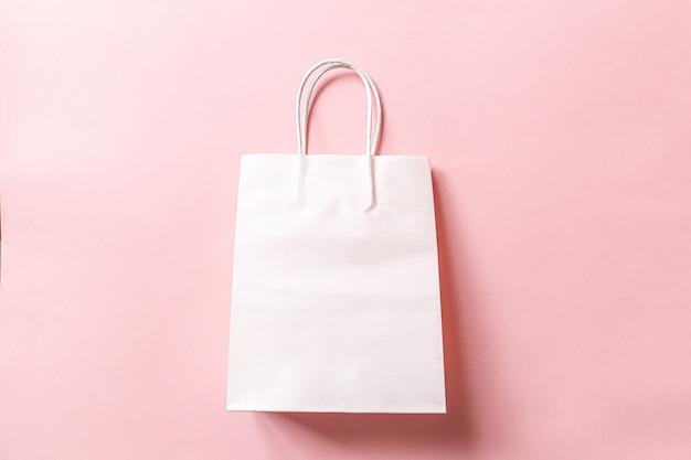 Sacola de compras de design minimalista isolada em fundo rosa pastel