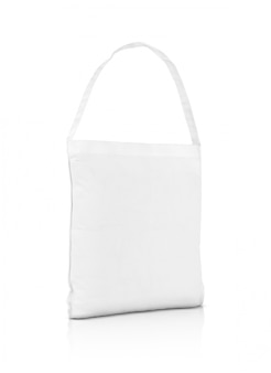 Sacola de compras de lona branca em branco isolada no branco