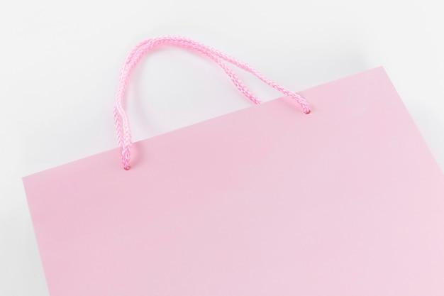 Sacola de compras de papel rosa com alças