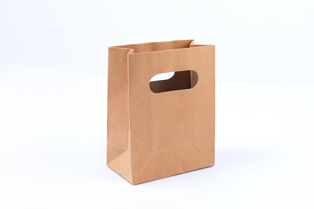 Sacola de compras vazia de papel pardo reciclado