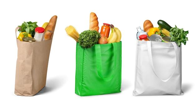 Sacolas de compras com produtos de mercearia