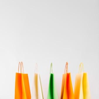 Sacolas de papel coloridas
