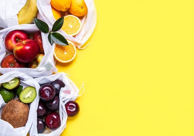 Sacolas ecológicas com frutas