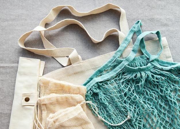 Sacos de algodão, saco de rede. conceito de desperdício zero. eco amigável. postura plana