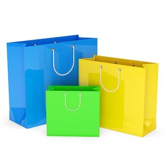 Sacos de compras coloridos isolados no branco