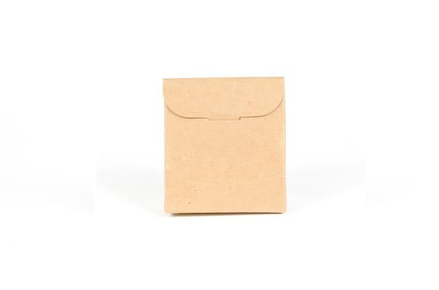 Sacos de papel isolados com traçado de recorte
