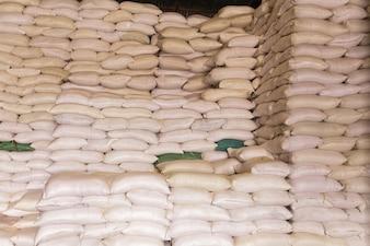 Sacos de pilha de arroz