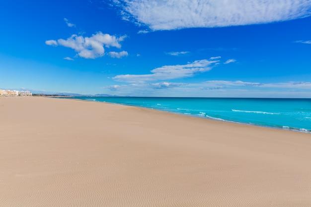 Sagunto praia em valência em dia de sol na espanha