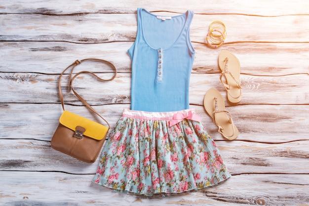 Saia e top abotoado regata azul com roupas brilhantes femininas de calçados para novos itens de verão o ...