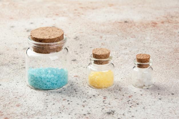 Sais de banho em garrafas de vidro