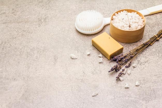 Sal marinho com lavanda, sabão natural e pincel