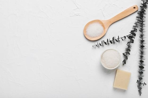 Sal marinho e sabão para tratamento de spa