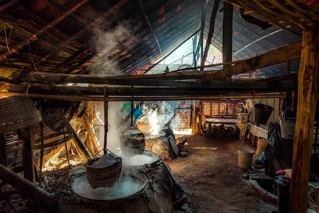 Sal montanhoso, sal antigo em amphoe bo kluea