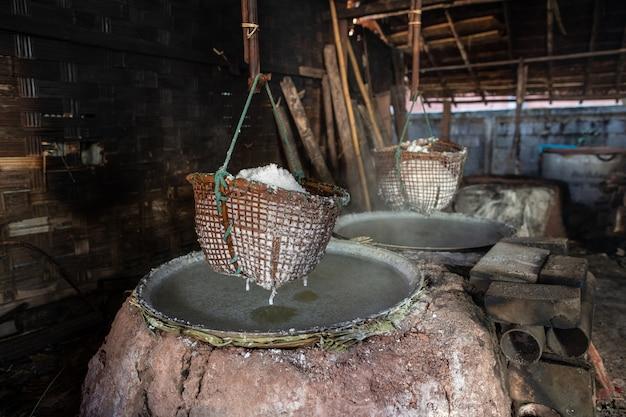 Sal tradicional: as salinas estão localizadas na aldeia da província de nan.